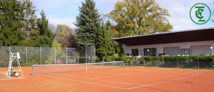 Bild der Aussenplätze mit Clubhaus des TC Lindenau